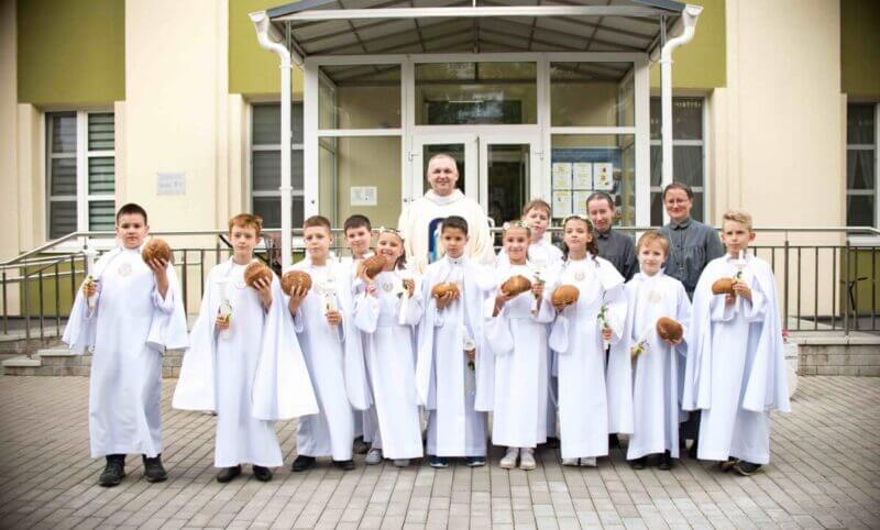 Children from the Mission received the first Communion