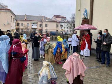 Дети устроили шествие в Вербное воскресение