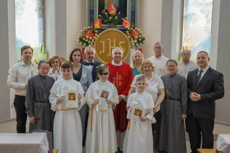 Трое дарослых і трое дзяцей з Місіі прынялі першую св. Камунію
